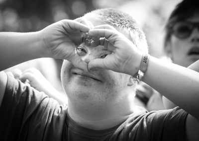 Denne skønne unge mand fangede jeg på Sølund Musik-Festival 2017. Han er indbegrebet af festivalens DNA - Musik, kærlighed og fællesskab.