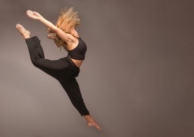 Endnu et billede af Cæcilie Demandt Winther. Dyb, dyb koncentration. I øjeblikke er det som om, hun ophæver tyngdekraften.